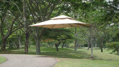 free-standing-retractable-awnings-providing-park-shade