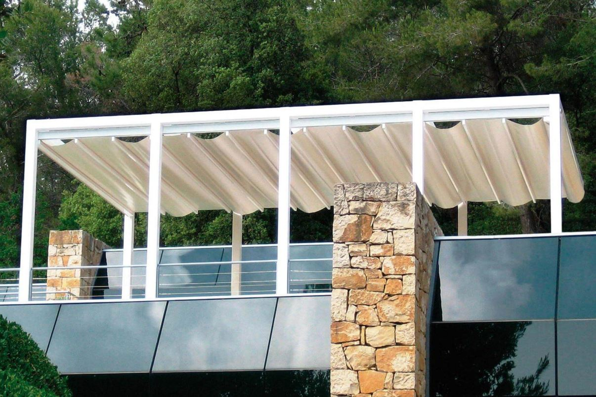 commercial free standing retractable roof pergola