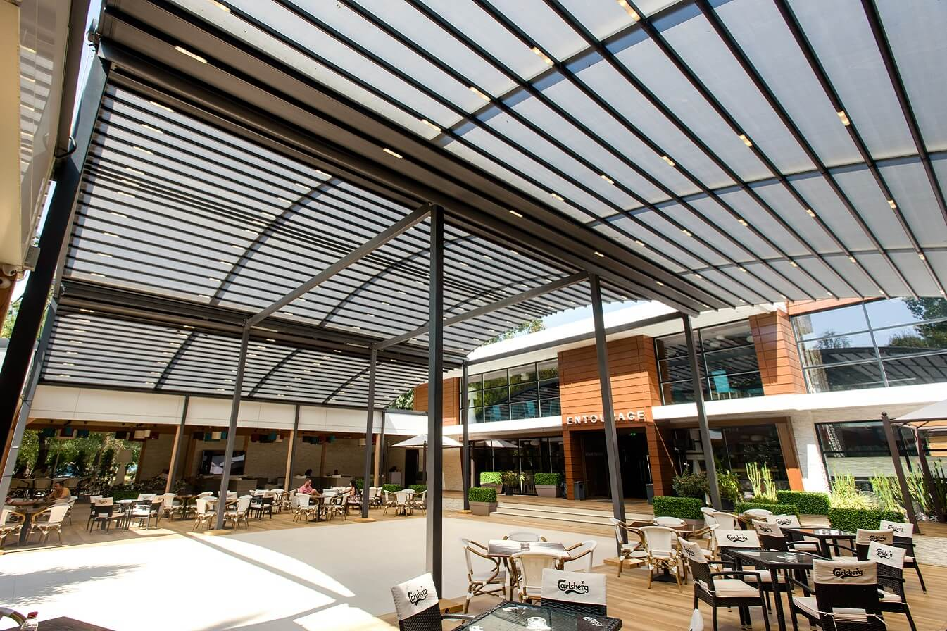 curved free standing restaurant retractable pergola cover