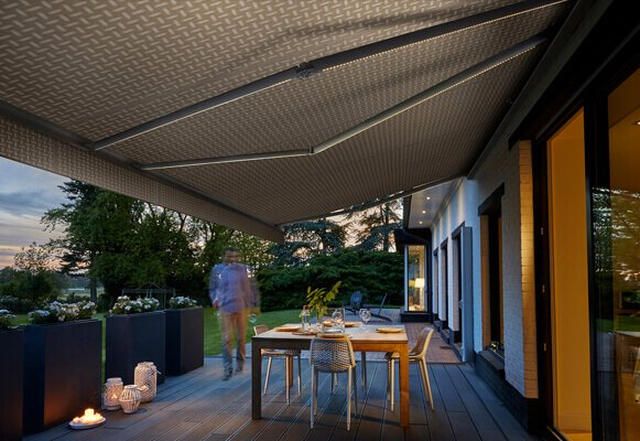 retractable-awnings-evening-sunset
