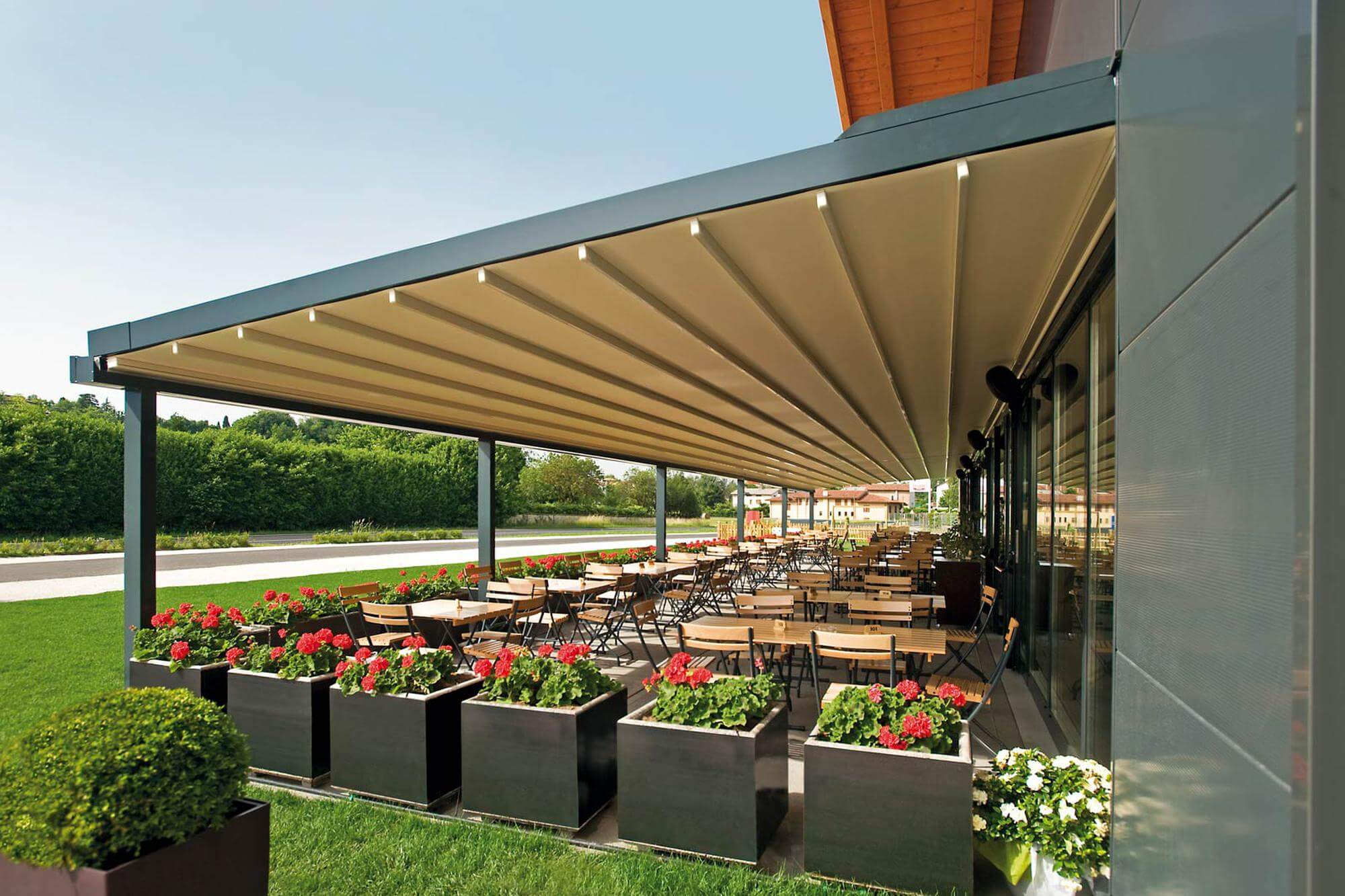 commercial retractable awning