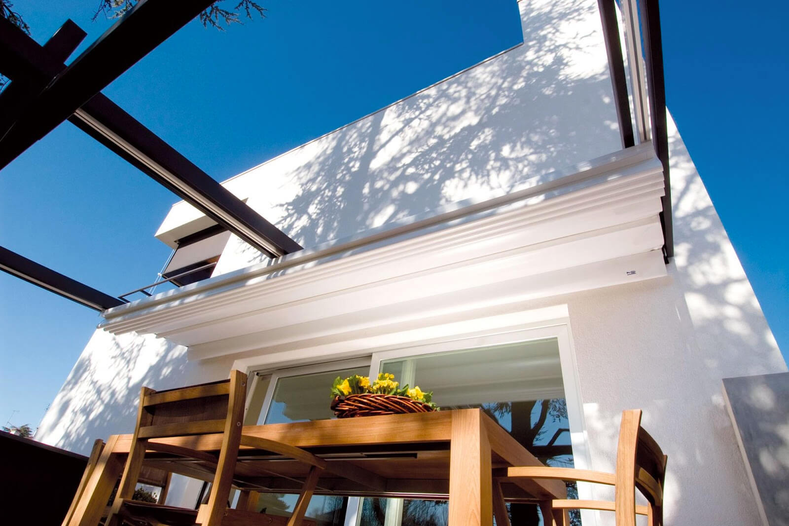 retractable-residential-deck-pergola-canopy