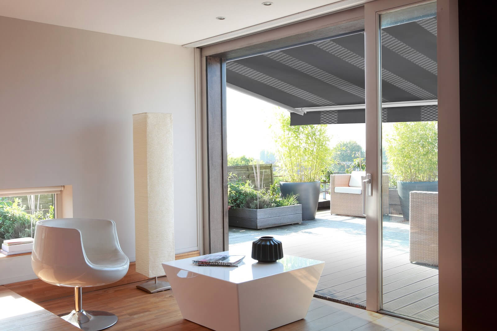 retractable-residential-awning