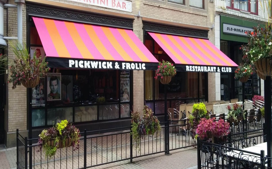 restaurant-retractable-awnings