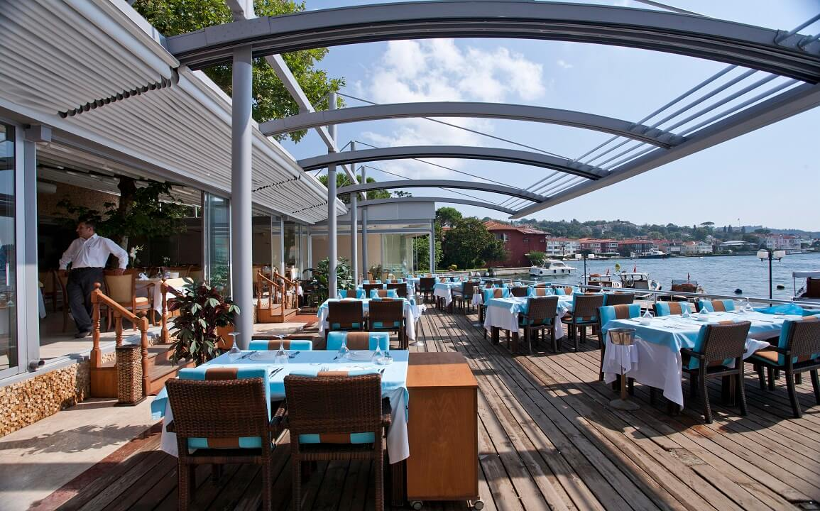 retractable-curved-restaurant-bar-patio-pergola