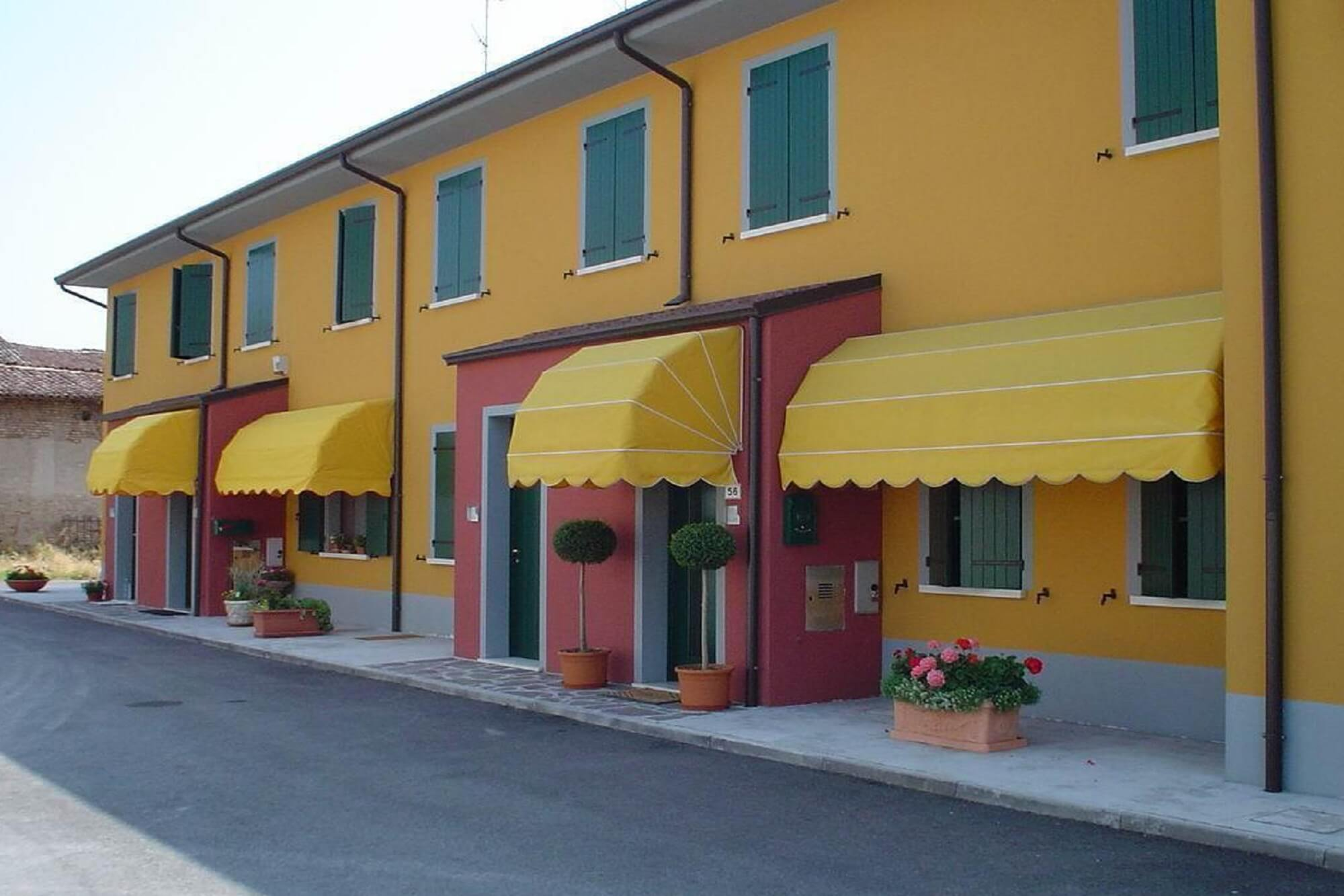 retractable-commercial-office-building-canopy-awnings