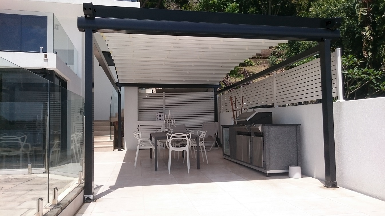 curved freestanding residential retractable pergola roof cover