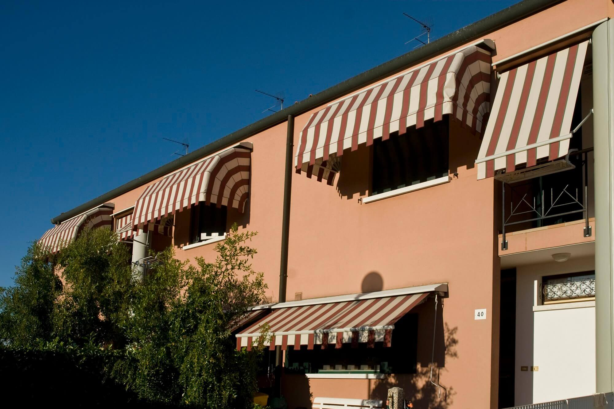 retractable commercial apartment building canopy awnings