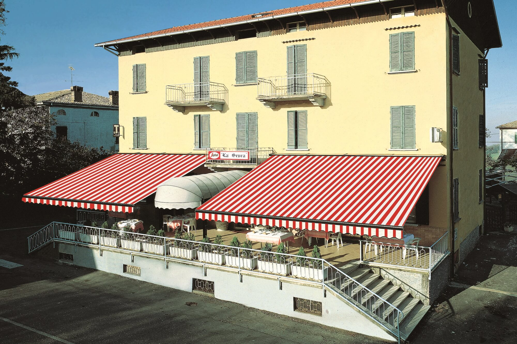 large commercial retractable awnings